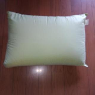 *きみどり色のポリエステル綿の枕*