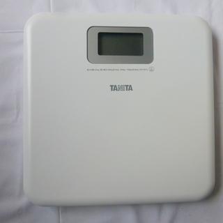 タニタの美品の体重計です。