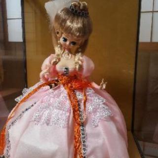 ガラスケース入りフランス人形