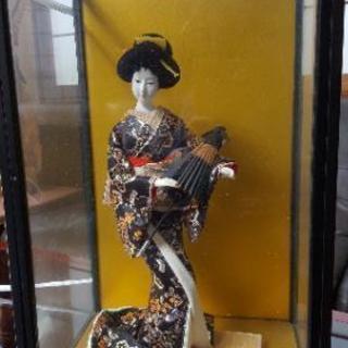 ガラスケース入り日本人形2