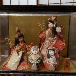 ガラスケース入り日本人形3