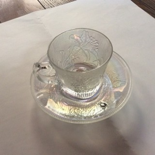 ガラスのカップとソーサー5客セット 百合の絵柄