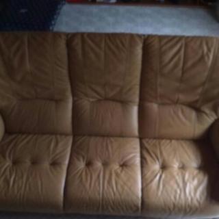 3人掛けソファーあげます。
