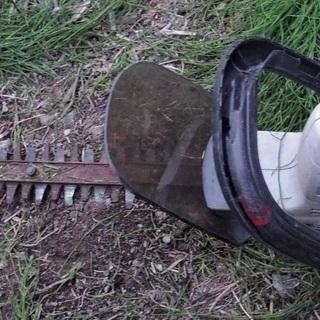 ちょっとした草刈りに リョービ ヘッジトリマ 電動