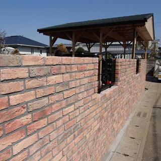 積み重ねて造る工法の塀はいつかわ倒れる危険を含んでいます・安心度の...