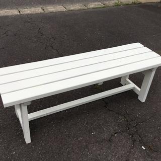 お洒落・白い木製ベンチ