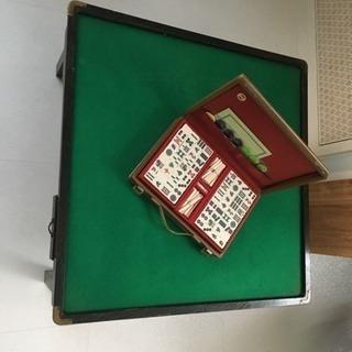 麻雀卓と麻雀牌