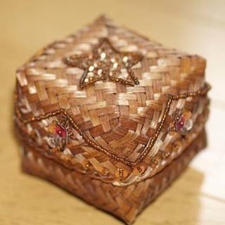 アジアン雑貨:編み込み小物入れ(四角形)