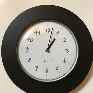 agnis b.の壁掛け時計