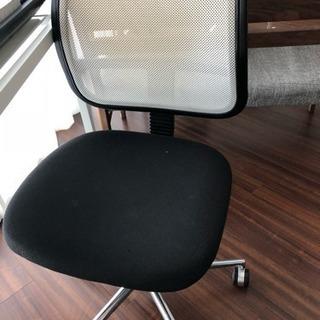ガラステーブルと椅子セットで!