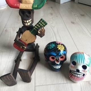 無料 メキシカンスカル陶器置物2個+木彫り置物