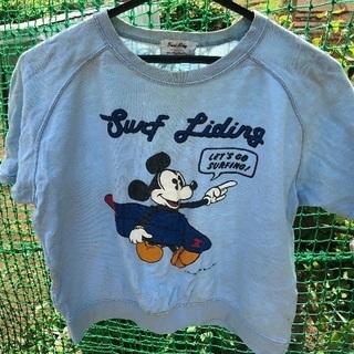 ミッキーマウスのシャツ