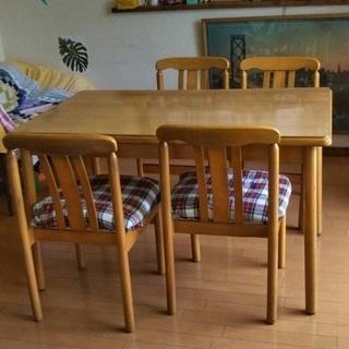 ★レトロなテーブル&椅子4脚 ¥3000→2000★
