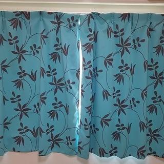 青いカーテンあげます。引き取りのみ。