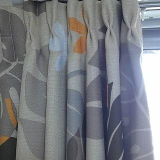 ベージュ柄のカーテンを無料で差し上...