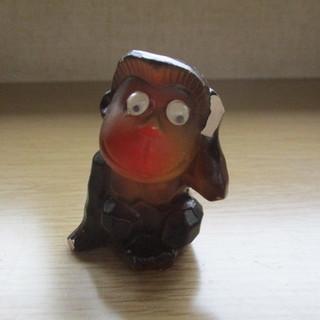 愛嬌のある猿の置物