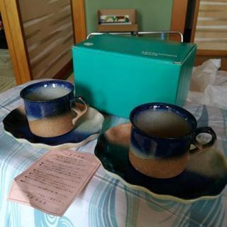 コーヒーカップ二個、ソーサー付き
