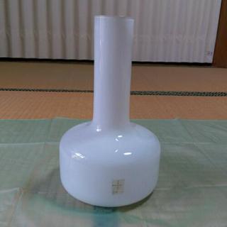 真っ白の花瓶