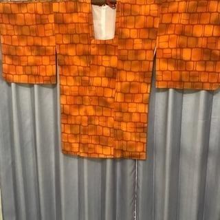 渋いオレンジ色の道行