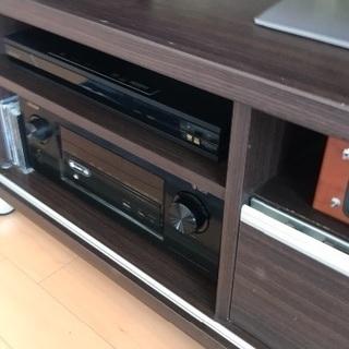 収納たくさん、シックなデザインのテレビ台