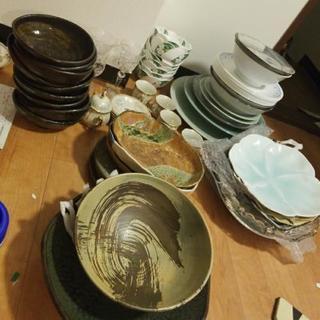 高級皿などいろいろまとめて差し上げます。