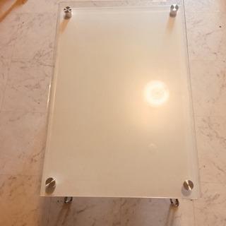 折りたたみ式ガラステーブル