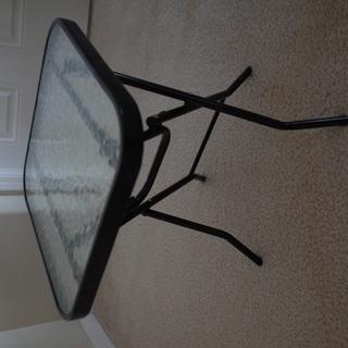 折りたたみガラステーブル