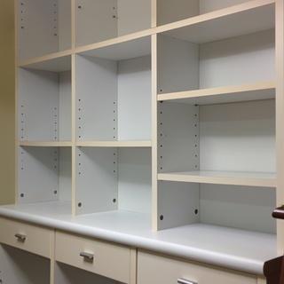白い食器棚OR本棚(持ち出しサイズ半分になりました)