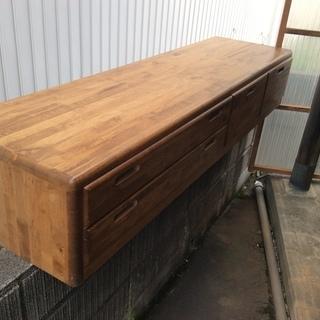 引き出し付きのテレビ台、ローテーブル、ローボードになります。