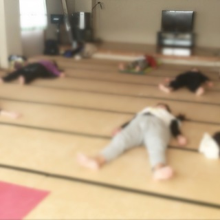 【親子ヨガレッスン】(幼稚園未満のお子様連れOK!)
