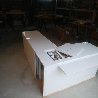 移動販売車・キッチンカー用2層シンク付きテーブル(蓋付き)及び作...