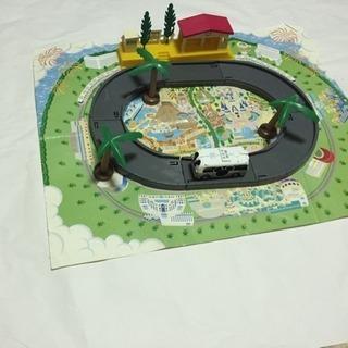 ミッキーマウス電車とプラレールの街セット