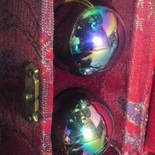 健康球!!未使用です!豪華な箱付き(赤か青)。どちらか一品の価格です。