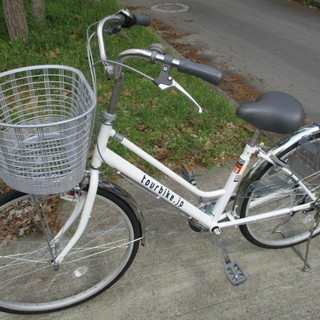未使用 3段変速自転車 ノーパンクタイヤ 白 26インチ 11台あります