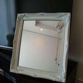高さ45センチ、幅39センチ(素人寸法です) の鏡