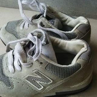 ニューバランス靴16cm