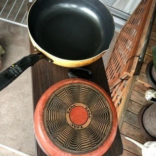 ティファールの鍋と黄色のフライパン 0円