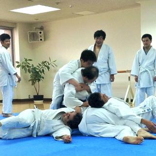 〓〓名古屋千種 古武術入門〓〓身体力学を巧みに利用した不思議な護...