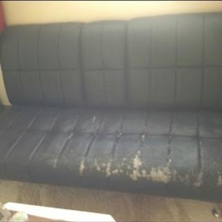 黒皮のソファ