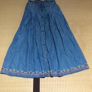 お取引中です。チロリアン刺繍のフレアスカート 中古品