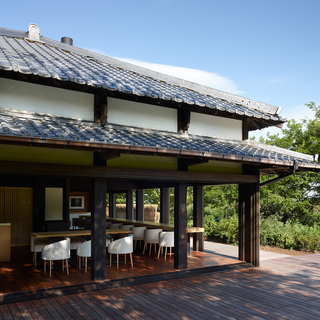 現代美術家による内装設計+築七十年古民家レストランでのホール業務...