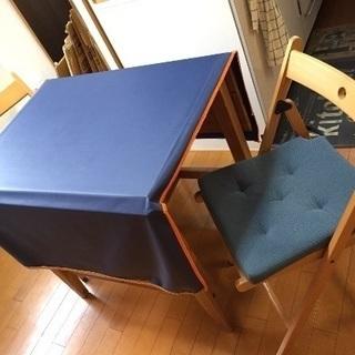畳めるテーブルとチェア2個セット(マット付き)