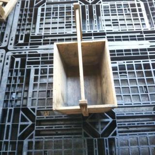 木製の木炭入れ