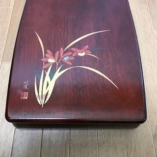 美品 輪島塗 明峰作 蒔絵に螺鈿細工が施してある蘭の図の小物入れ...