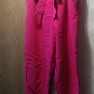 ショッキングピンクの リボンつきゆったりンツ M