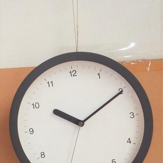 シンプルな壁掛け時計 QUARTZ 掛け時計 かわいいフォルム◆シ...