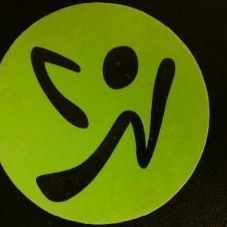 世界の国々の音楽を使用したダンスフィットネス・プログラムのズンバ...