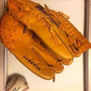 野球のグローブ、ボール