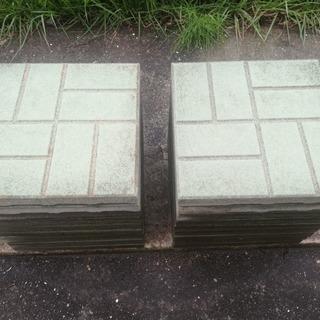 薄い緑色の敷石20枚あげます!