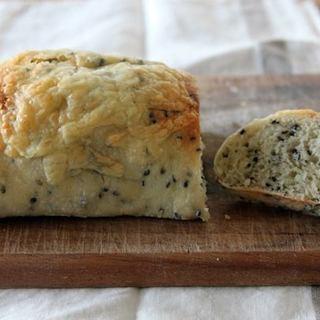 【卵不使用!】チーズとゴマがたっぷりでハマる人続出!?おうちパン...